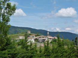 Le village de l'Epine sur son promontoire